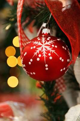 ツリーに飾られたクリスマスボール