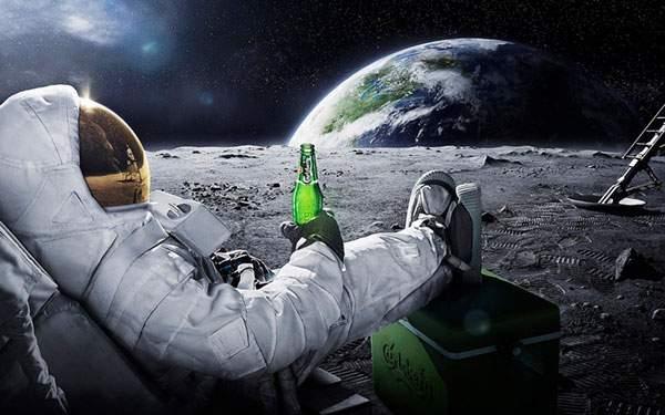 地球を眺めながらビール