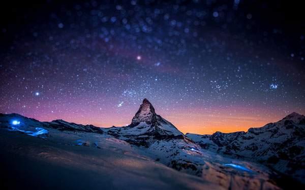 星空と雪山
