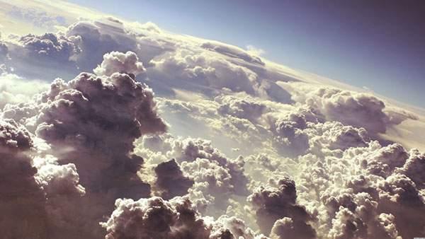 雲を上から見下ろした風景