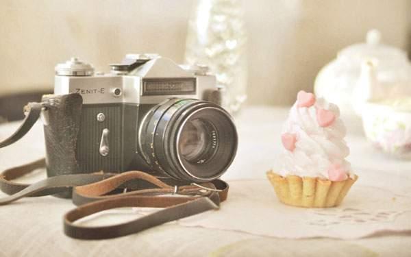 カップケーキとレトロカメラ