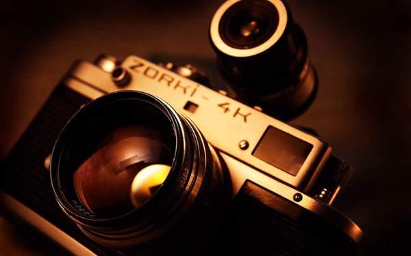 暖色系の照明が渋いオールドカメラ