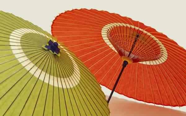 朱色と鶯色の傘