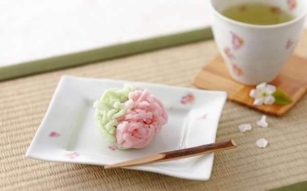 グリーンとピンクのかわいい和菓子