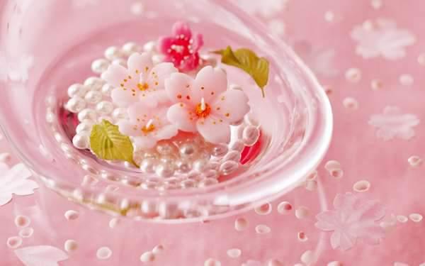 桜の花びらをかたどった和菓子
