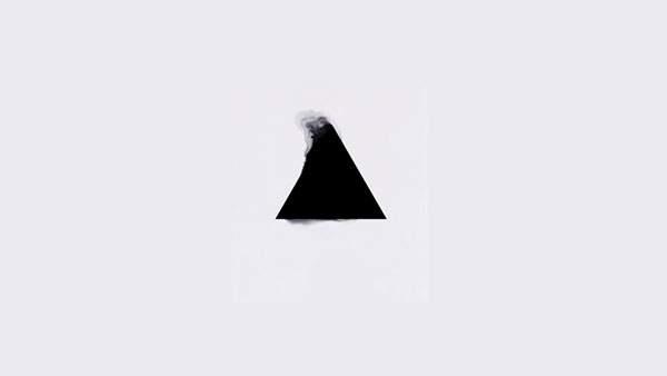 滲む三角形をデザインしたミニマルが壁紙