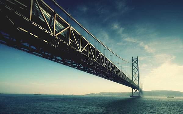海と空と大きな橋