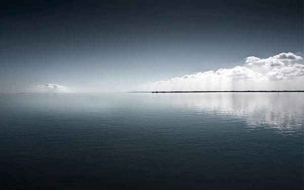 美しいブルーの水平線