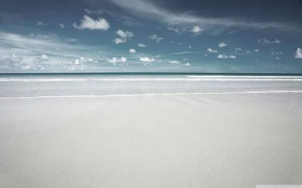 浜辺の波打ち際と空