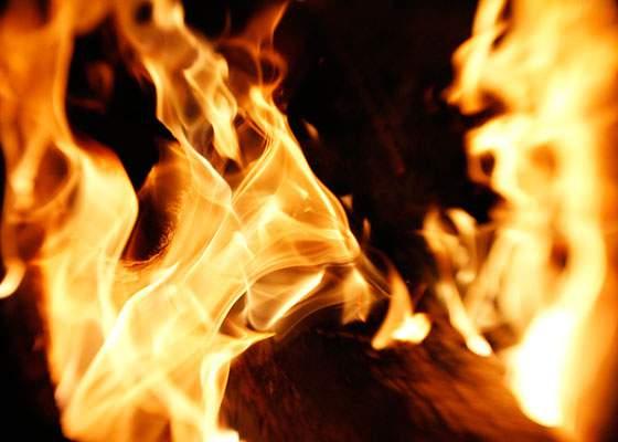 激しく燃え盛る炎のテクスチャー