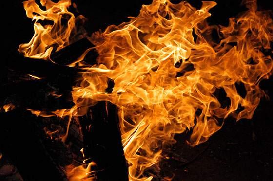 松明の炎の写真テクスチャー