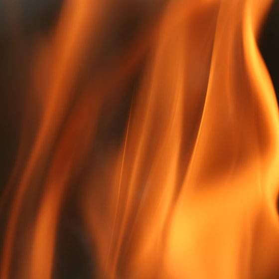 画面いっぱいに広がる柔らかい炎