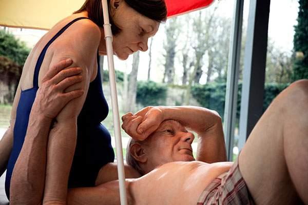 皮膚の微妙なたるみやシワ、血管にに至るまでリアル過ぎです…。