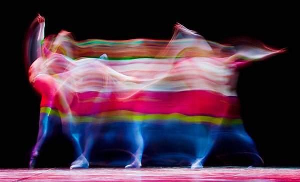 バレエダンサーを長時間露光で捉えた美しい写真作品 - 01