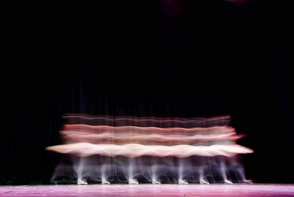 バレエダンサーを長時間露光で捉えた美しい写真作品 - 02