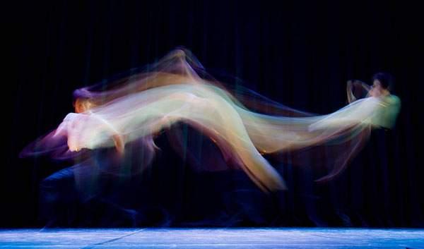 バレエダンサーを長時間露光で捉えた美しい写真作品 - 05