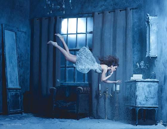 ドレスを着た女性の無重力写真作品 - 07