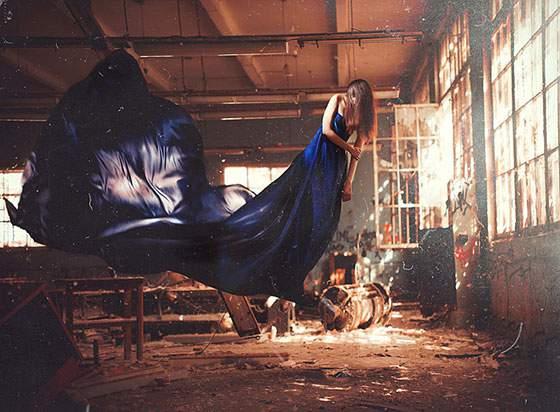 ドレスを着た女性の無重力写真作品 - 09
