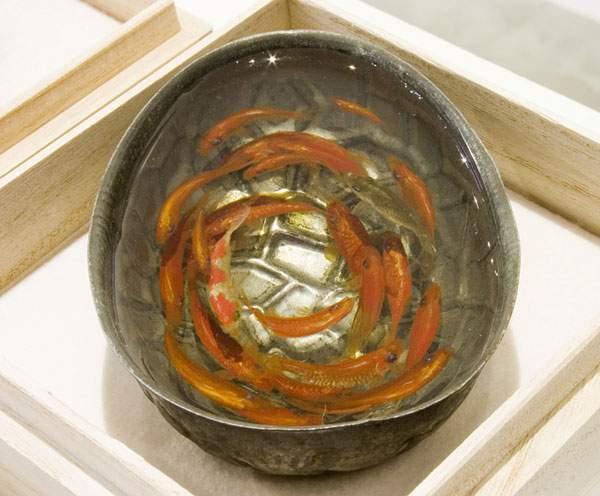 絵具と樹脂を組み合わせて描く立体的な金魚 - 03