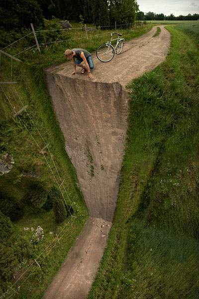 道が途中から断崖絶壁に。