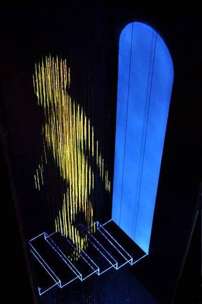 蛍光塗料を塗った糸のアート - 07