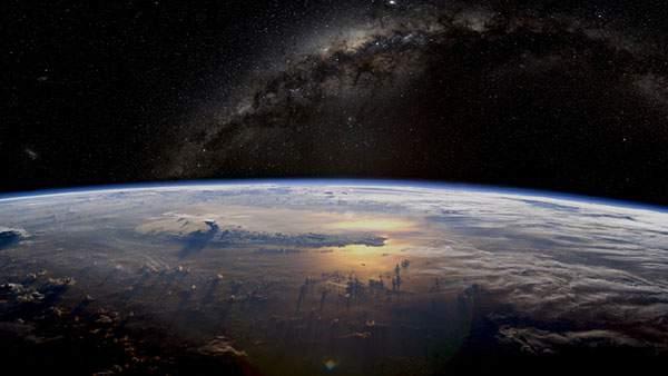 宇宙からみた地球の壁紙画像