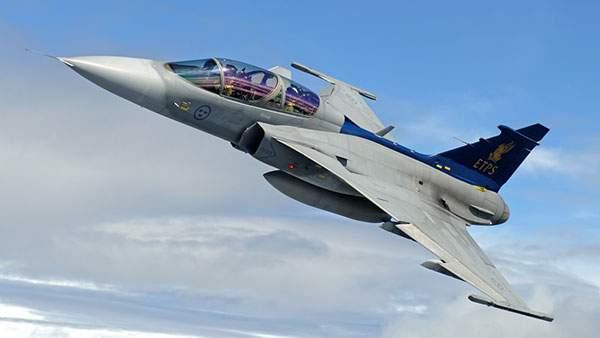 空と戦闘機の写真壁紙