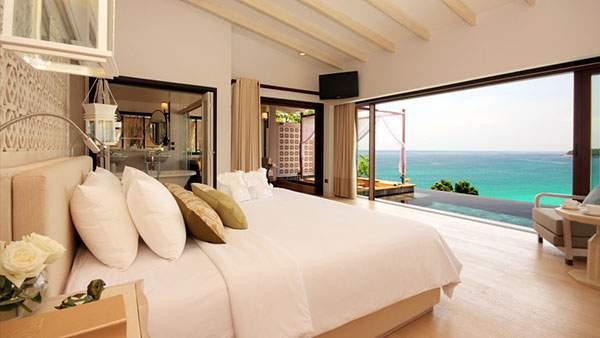 海に面した爽やかなベッドルーム