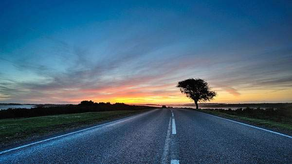 道を撮影した写真の高画質な壁紙...