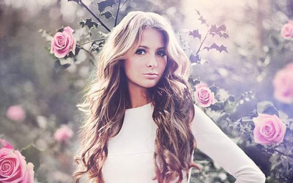 綺麗なおねーさんと薔薇の花