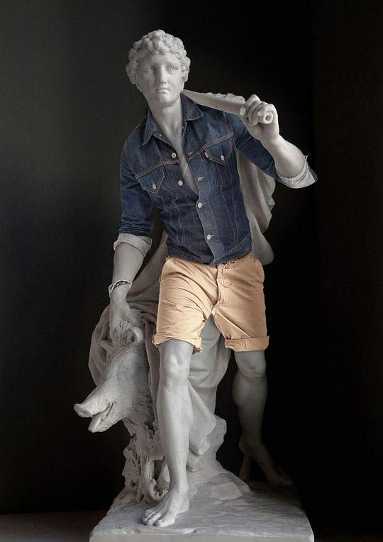 ルーブル美術館の裸の彫刻に普段着を着せたアート作品 - 04
