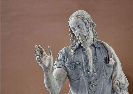 ルーブル美術館の裸の彫刻に普段着を着せたアート作品 - 06
