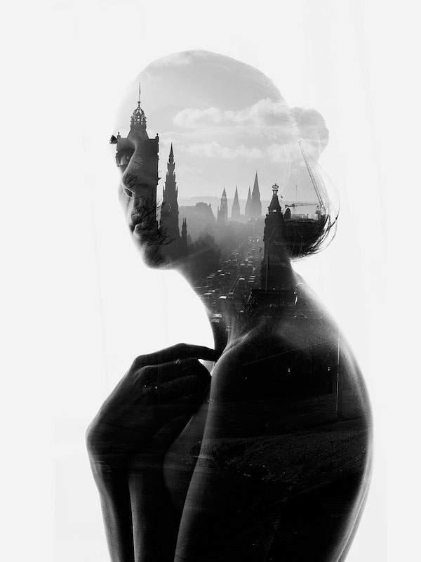 女性のシルエットと街のモノクロ・白黒写真の壁紙