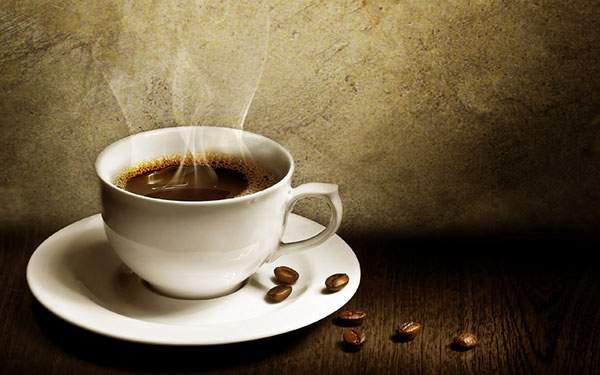 コーヒーカップとソーサーを撮影したクールな雰囲気の写真壁紙