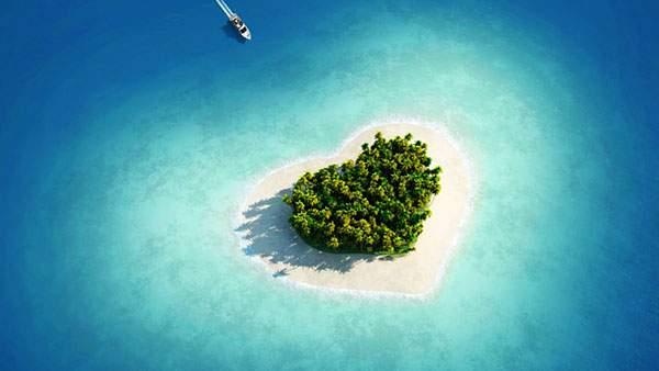 ハート型の島を上空から撮影した壁紙画像