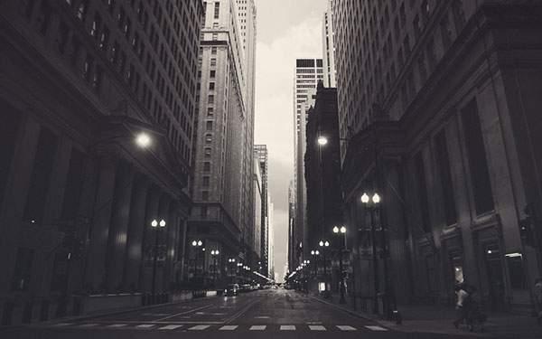 シカゴのビル街の通りを撮影した写真壁紙