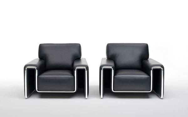2脚の高級感漂う革張りのソファーの壁紙画像