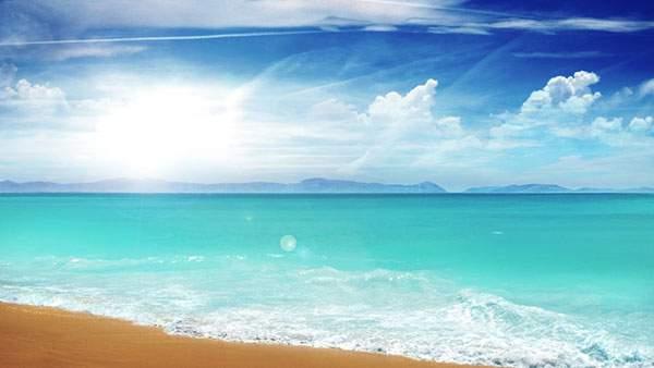清々しいブルーの海と空の写真