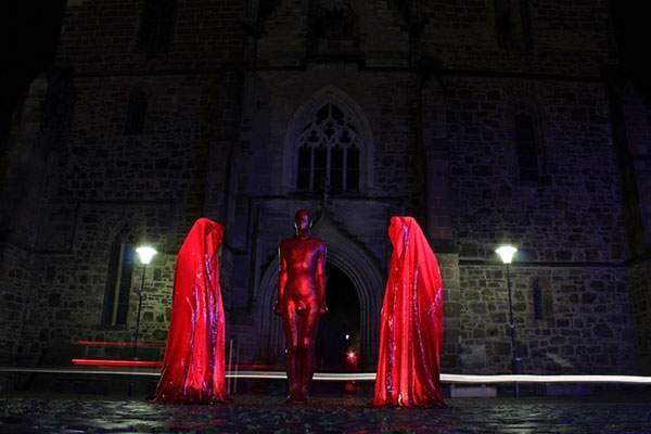 ヴェネチアの街を歩く守護霊達の彫刻 - 03