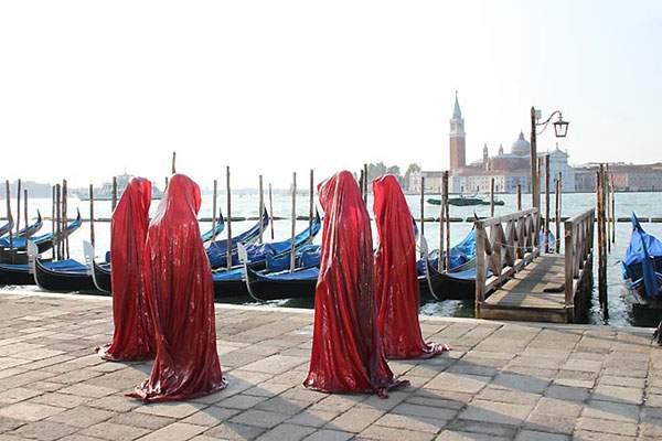 ヴェネチアの街を歩く守護霊達の彫刻 - 07