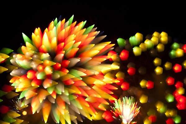 花火を変わったテクニックで撮影した写真作品 - 01