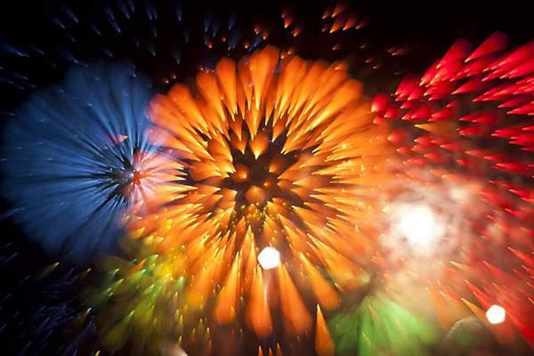 花火を変わったテクニックで撮影した写真作品 - 02