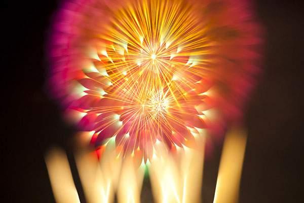 花火を変わったテクニックで撮影した写真作品 - 10