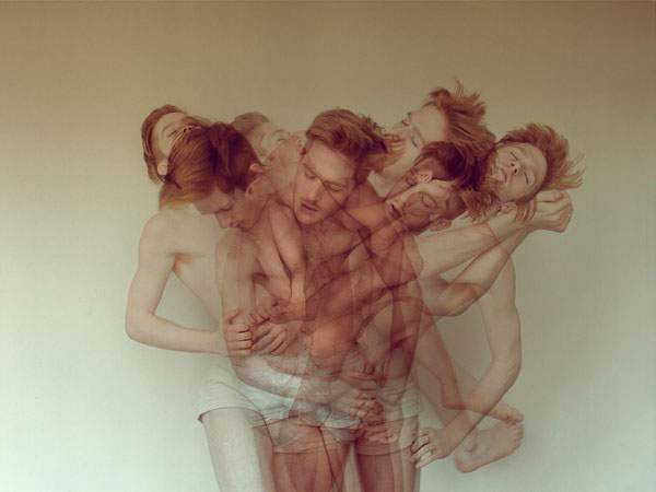 男性の裸体を多重露光で撮影した妖艶な写真作品 - 02