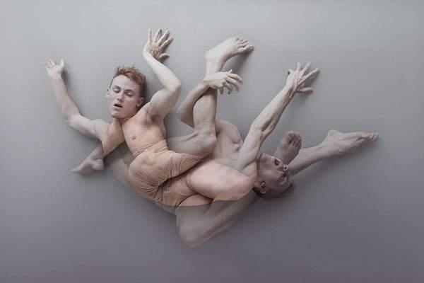 男性の裸体を多重露光で撮影した妖艶な写真作品 - 04