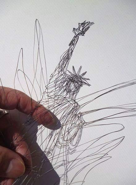 紙というよりは糸に近いレベルの切り絵アート - 01