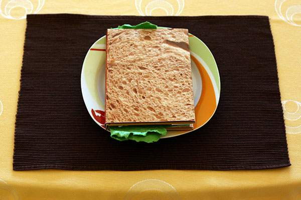 ページをめくると具がぎっしりな本のサンドイッチ - 01