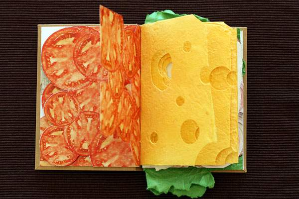 ページをめくると具がぎっしりな本のサンドイッチ - 02