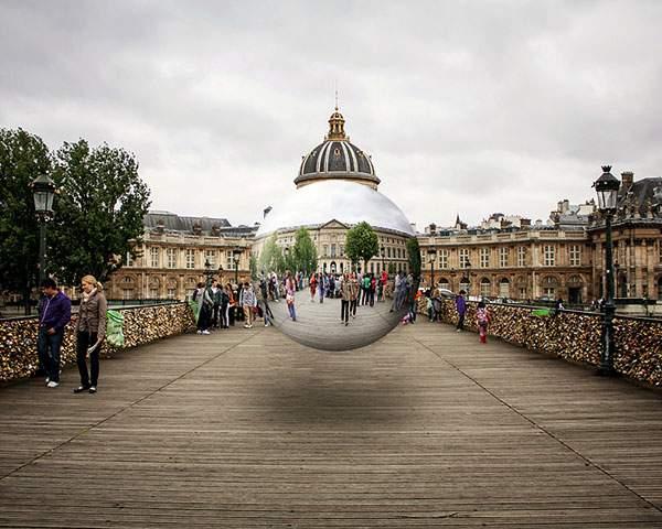 空中に浮かぶ球体の鏡をモチーフにしたシュールな写真 - 07