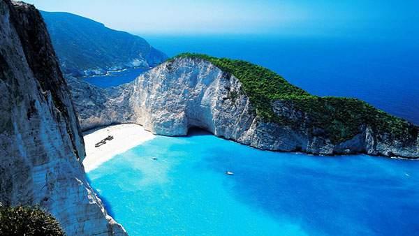 エメラルドブルーの美しい海のザキントス島の写真壁紙